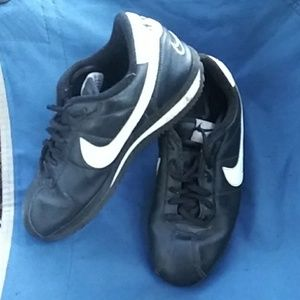 Newer womens black/white Nike leather shoes Sz 5y